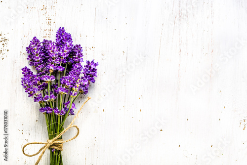 Summer flowers of lavender, bouquet on white wooden background, top view Canvas-taulu