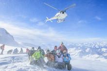 Foto-Termin Vor Startendem Helikopter Auf Einem Gletscher