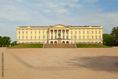 Photo  royal palace in the city of oslo