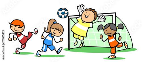 Madchen Und Jungen Spielen Zusammen Fussball Kaufen Sie