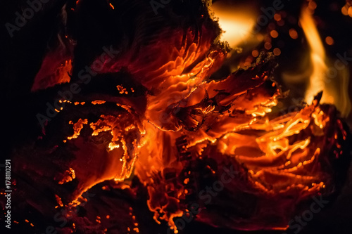Fotografiet  Close up paper burning in flame