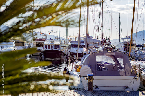 Cadres-photo bureau Ville sur l eau landscape and yachts