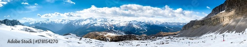 Photo Ultra wide panorama of popular alpine ski resort Madonna di Campiglio, Italy