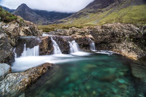 Plakat Szkocka pejzaż z bajkowymi basenami