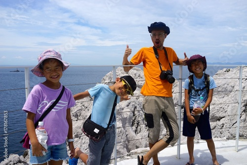 Fotografía  家族写真 4人家族 アジア人 父子 子供達 親子 山頂 夏休み 幸せ 子育て 和歌山 白崎海洋公園 日本のエーゲ海 海辺