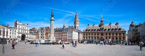 Photo sur Toile Lieu d Europe Lille (France) / Grand place avec Vieille bourse et beffroi CCI