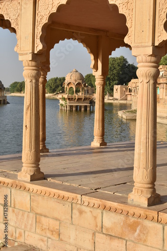 Cadres-photo bureau Monument historical monument in gadisar lake jaisalmer rajasthan india