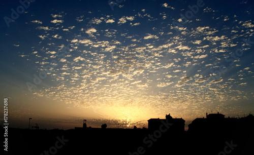 Cielo con nubes al atardecer en Jerez de la Frontera (Cadiz)