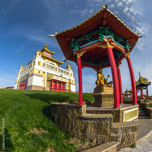 Plakat Świątynia złoty Buddha w Elista