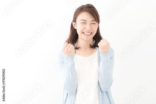Obraz ガッツポーズ・若い女性 - fototapety do salonu
