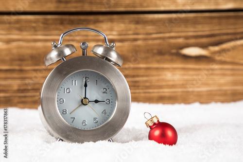 Zdjęcie XXL zegar z zimową i zimową zmianą czasu zimą
