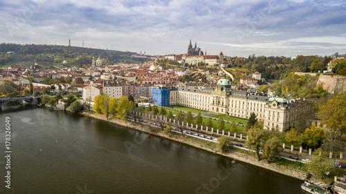Foto auf Gartenposter Stadt am Wasser Panorama view of Prague skyline