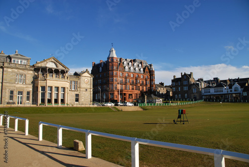 Fotografie, Tablou  First tee on the Old Course St Andrews - R&A Clubhouse and Hamilton Grand