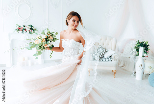 beautiful bride in a luxurious dress in eco-style Fotobehang