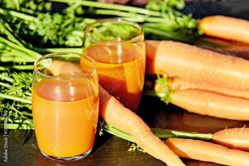 Fototapeta szklanki soku z marchwi
