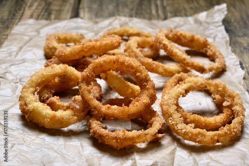 Foto op Aluminium Buffet, Bar Onion rings on paper