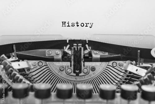 Foto op Plexiglas Retro typed words on a old vintage typewriter. Closeup