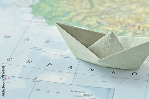 Poster Mediterraans Europa Immigration and ask for asylum concept - paper boat on a map