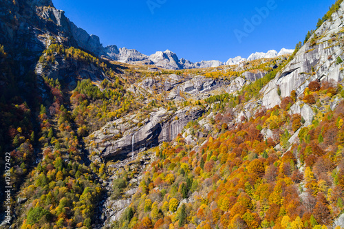 Val Masino - Val di Mello - Valtellina (IT) - Vista aerea panoramica autunnale Canvas Print