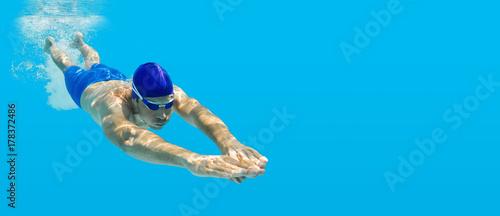 Fotografie, Obraz  Tauchen Schwimmen Mann Sprung Wasser blau