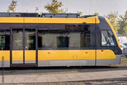 Plakat Żółty pociąg metra