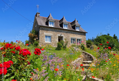 Leinwand Poster Bretagne Haus mit Blumen - typical old house and garden in Brittany