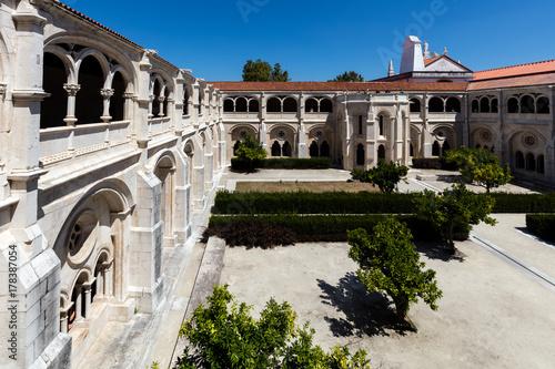 Plakat Klasztor średniowiecznego klasztoru Alcobaca, pierwszy prawdziwie gotycki budynek w Portugalii, rozpoczął się w 1178 r., Ukończony w 1252 r
