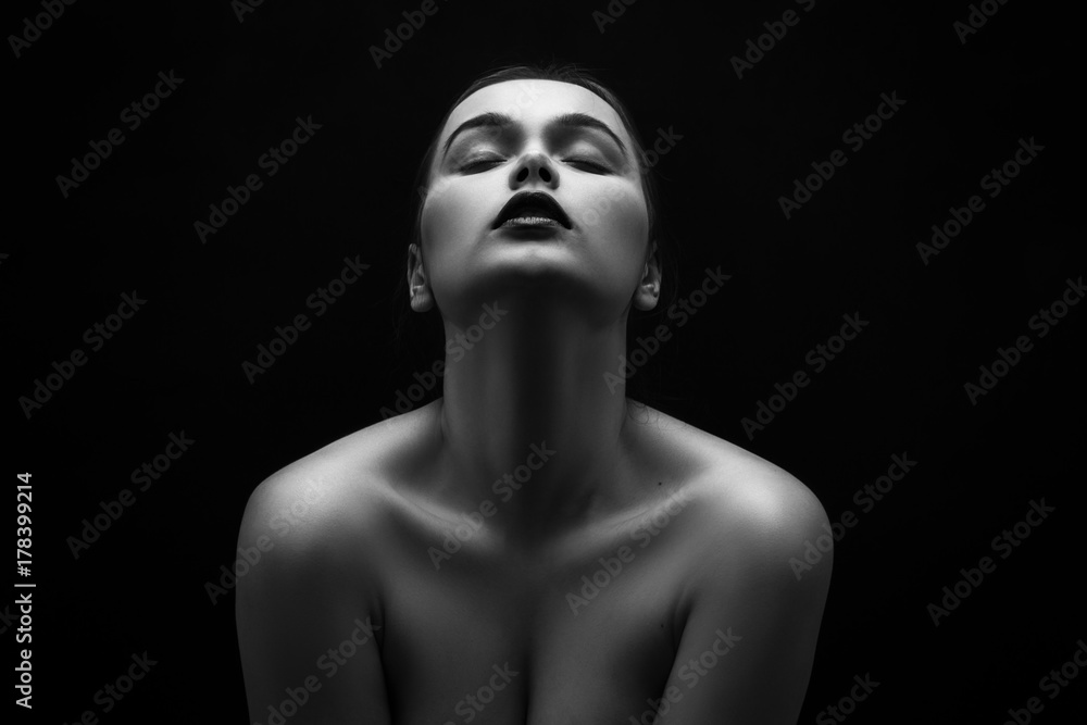 Fototapety, obrazy: beautiful young naked woman posing sensually holding head up on black background, monochrome