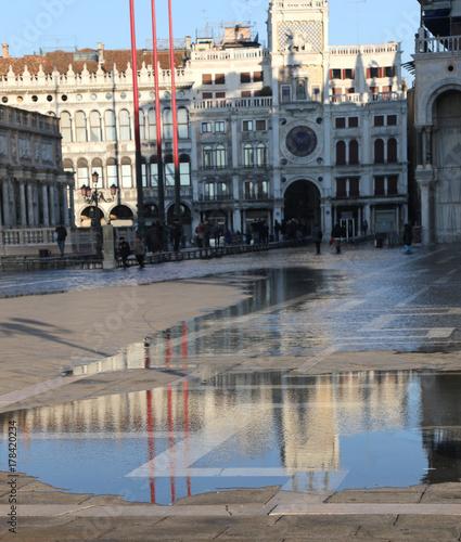 Plakat Świątobliwy Mark kwadrat z przypływem w Wenecja Włochy