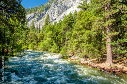 Papiers peints Riviere Merced River landscape in Yosemite