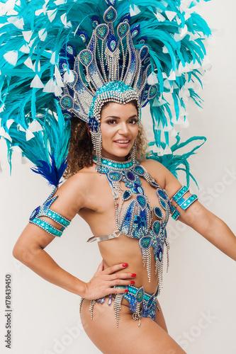 Montage in der Fensternische Karneval Beautiful brazilian samba dancer wearing blue traditional costume