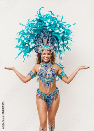Montage in der Fensternische Karneval Beautiful samba dancer portrait smiling and posing
