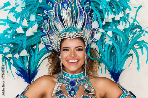 Photo sur Toile Carnaval Cheerful samba dancer portrait wearing blue traditional costume