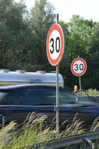 Photo  Chantier route autoroute E19 travail SPW travaux securite signalisation auto voi