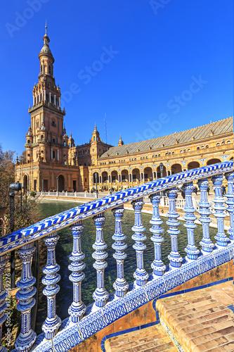 Tableau sur Toile Bridge of Plaza Espana in Sevilla , Spain. Tiled ornaments.