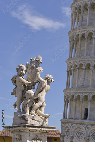 Statues the cherubim of the fountain dei putti with the famous leaning Tower of Wallpaper Mural
