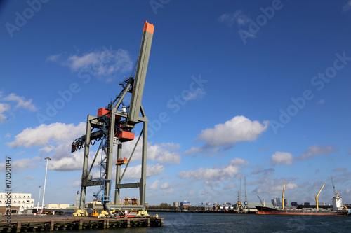 Photo  Containerkran im Hafen