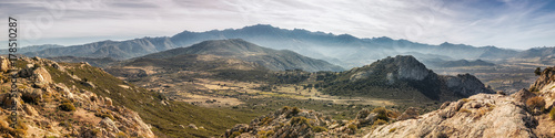 Fotografija  Panoramic view of Monte Grosso and the mountains of Corsica