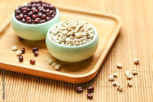 Fotografia, Obraz  red beans and job's tears in green bowl on bamboo