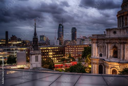 Obraz na dibondzie (fotoboard) Londyn, Wielka Brytania: Katedra św. Pawła i nocny widok na miasto