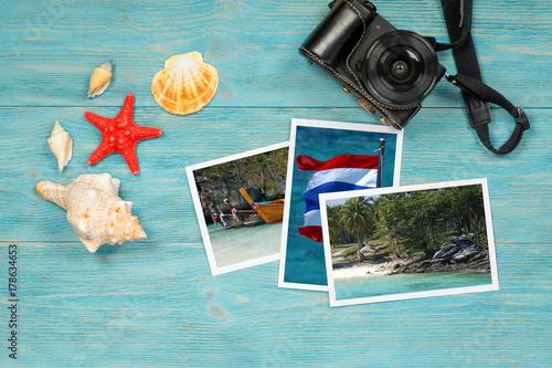 Obraz na dibondzie (fotoboard) letnie pocztówki z Tajlandii na drewnianym stole