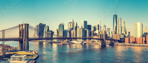Spoed Foto op Canvas Amerikaanse Plekken Brooklyn bridge and Manhattan at sunny day, New York City