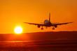 canvas print picture - Flugzeug Flughafen Luftfahrt Sonne Sonnenuntergang Ferien Urlaub Reise reisen