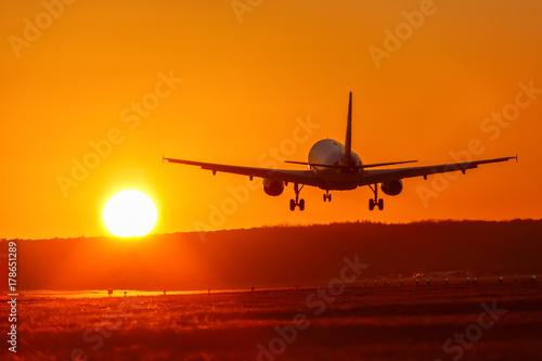 Plakat Samolotowa lotnicza lotnictwa słońca zmierzchu wakacje podróży podróż