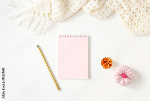 Fotomural Pink notebook and golden pencil on white tabletop, handmade scar