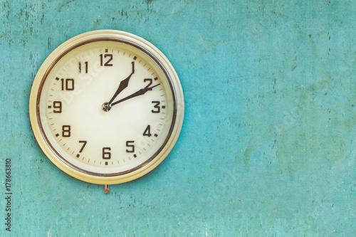 Plakat Vintage plastikowy zegar elektryczny z połowy XX wieku