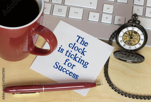 Obraz na dibondzie (fotoboard) Zegar tyka dla sukcesu