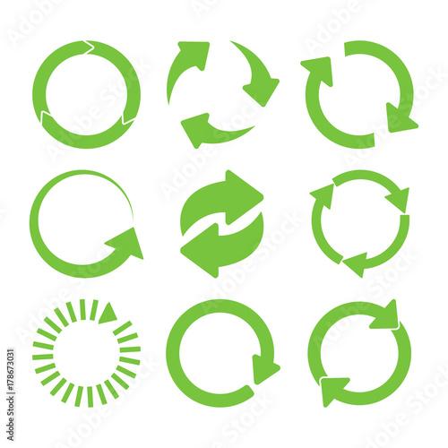 Fotografía  Green round recycle icons set