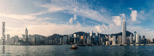 Photo sur Aluminium Hong-Kong Panorama view of Hong Kong cityscape over Victoria Harbour in the morning