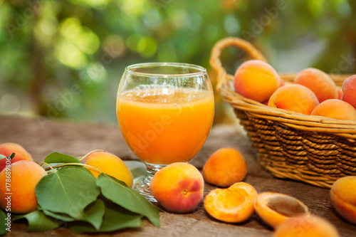 Glass with apricot juice and fresh apricots Fototapete